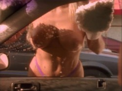The Bikini Carwash Company (1992) screenshot 3