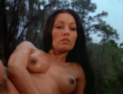 Crypt of Dark Secrets (1976) screenshot 3