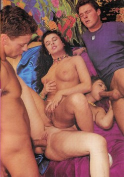 Teenage Schoolgirls 32 (Magazine) screenshot 3