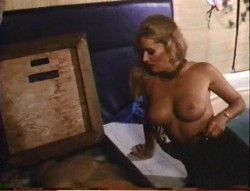 Hollywood Hot Tubs (1984) screenshot 2
