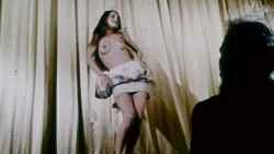 Two Roses and a Golden Rod (1969) screenshot 4