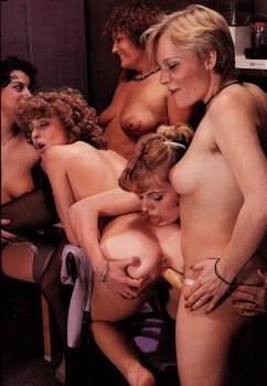 Lesbian Love 13 (Magazine) screenshot 2