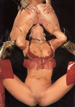 Lesbian Love 35 (Magazine) screenshot 1