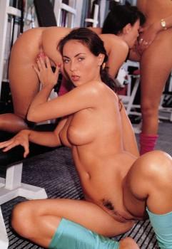 Lesbian Love 45 (Magazine) screenshot 1