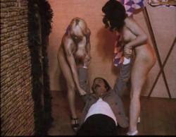 Liebesgrusse aus der Lederhose 3: Sexexpress aus Oberbayern (1977) screenshot 6