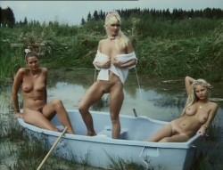 Liebesgrusse aus der Lederhose 6: Eine Mutter namens Waldemar (1982) screenshot 2