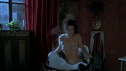 Ce un fantasma nel mio letto 0 17 02 354 250x141 - C'e un fantasma nel mio letto (1981)