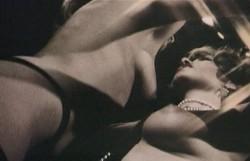 Die Oase der gefangenen Frauen 0 32 17 205 250x161 - Die Oase der gefangenen Frauen (1982)