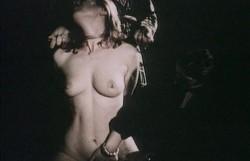 Die Oase der gefangenen Frauen 0 35 14 502 250x161 - Die Oase der gefangenen Frauen (1982)