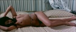 La dottoressa del distretto militare (1976) screenshot 2